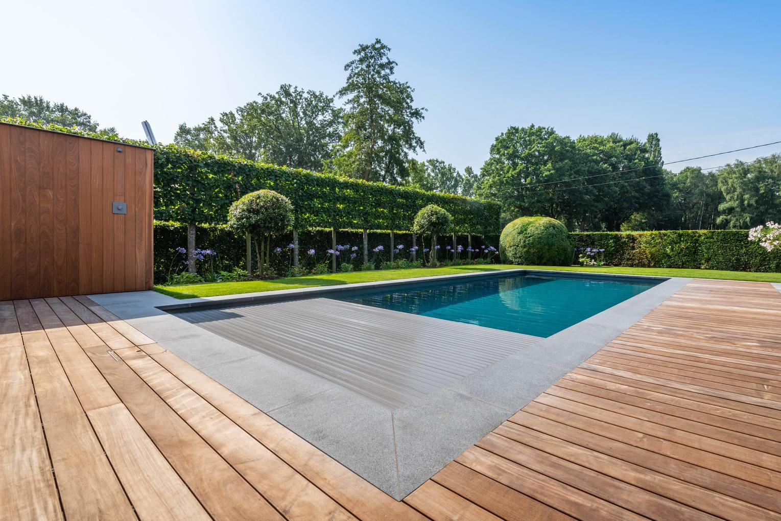 Realisatie zwembadaanleg te Bree Limburg afmetingen 11m35 op 3m80