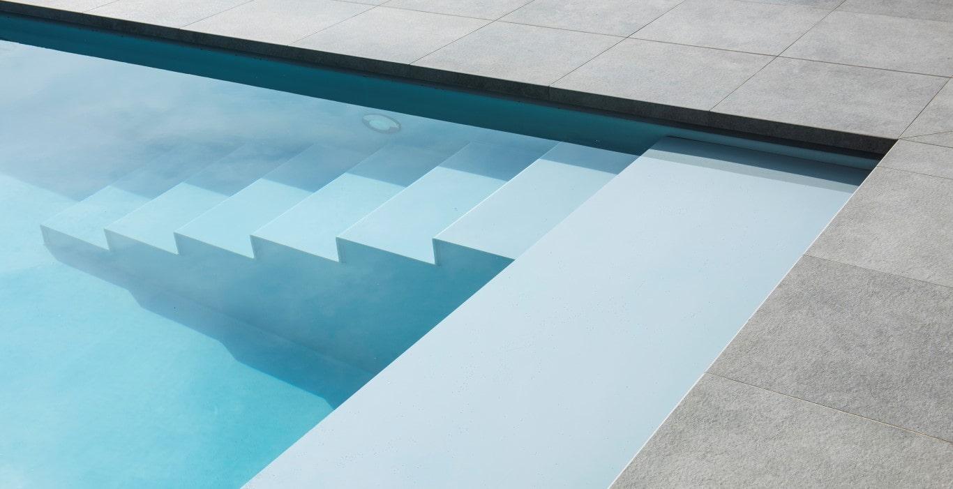 Realisatie Zwembadaanleg te Izegem. Afmetingen 3m80 op 10m50