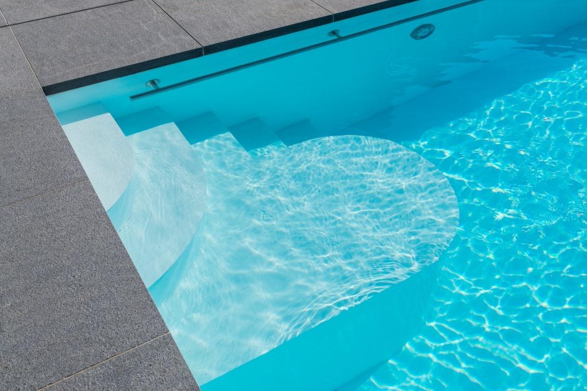 Realisatie zwembadaanleg te Opvelp. Afmetingen 3m80 op 10m50