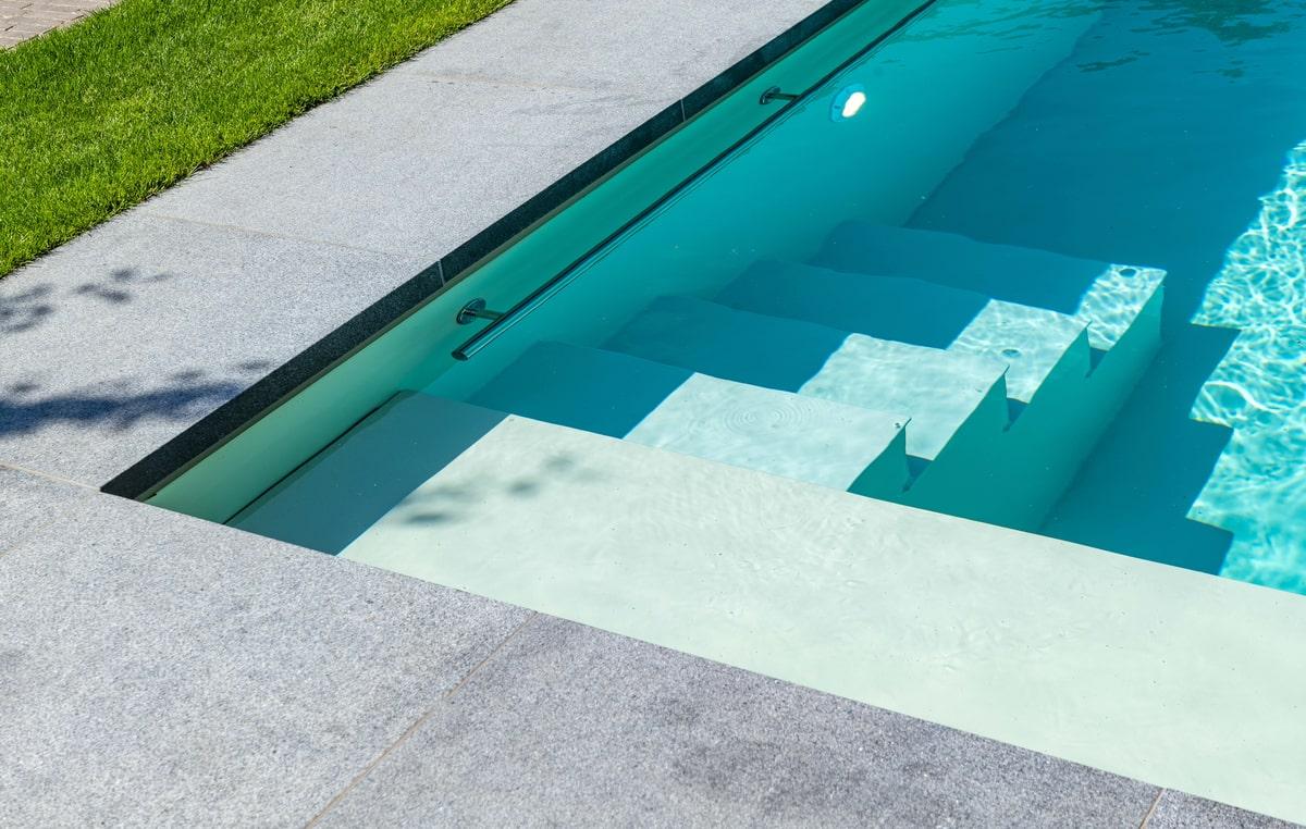 Realisatie zwembadaanleg te Bree. Afmetingen 3m80 op 8m95