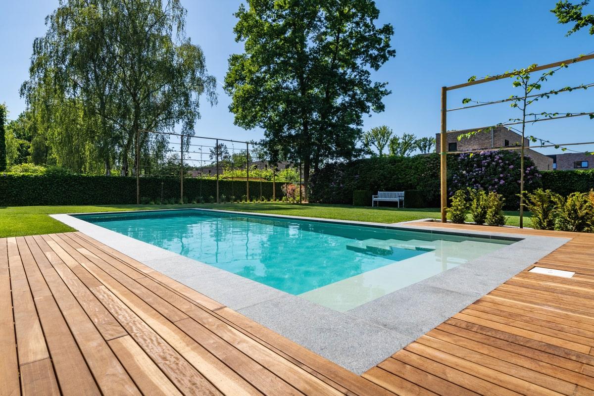 Realisatie zwembadaanleg te Genk. Afmetingen 3m80 op 10m