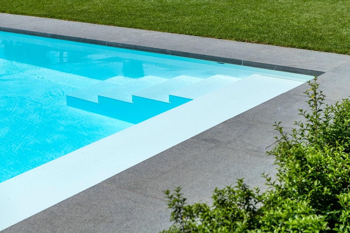Realisatie zwembadaanleg te Neerpelt. Afmetingen 3m80 op 10m55